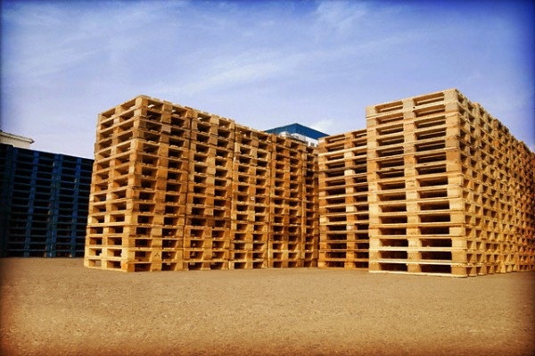 wood pallets 01 600x399 Tips on How to Choose the Right Wood Pallet
